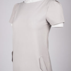 August pocket dress - Warm grey, half body